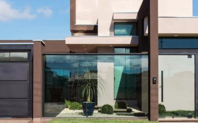Muro de vidro: como e por que usar no projeto de sua casa ou empresa?