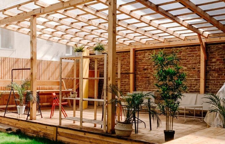 Pergolado de vidro: tudo sobre como criar o espaço dos sonhos em casa